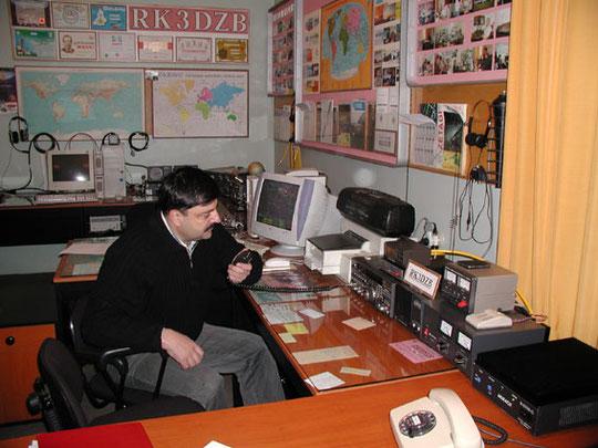 Муса Манаров во время связи с Международной Космической станцией.