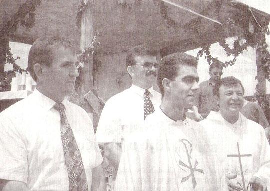 Mladomisnik Juro Šantor s kumovima