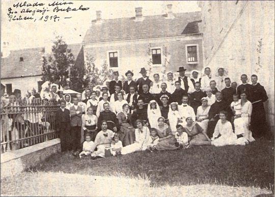 Snimka s mlade mise fra Alojzija Bubala godine 1917. na Plehanu ( fra Juro, stoji zadnji, desno)