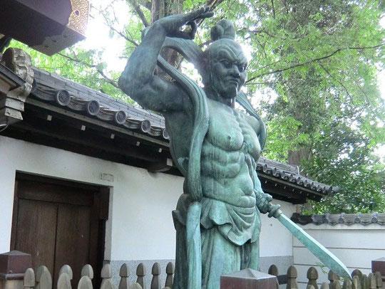 9月10日(2012) 井口院の仁王像(三鷹市)
