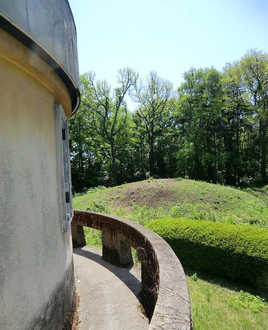 5月20日(2013) 天文台構内古墳(第一赤道儀室の隣地にある、全国でも類例の少ない上円下方墳:三鷹市)