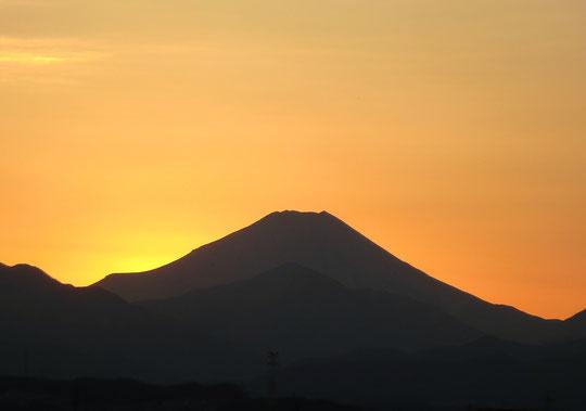 2013年12月31日 夕焼けの富士山:武蔵小金井駅(小金井市)の近くから