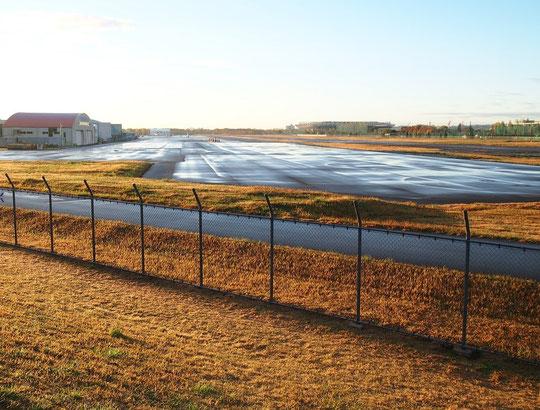 11月27日(2014) 雨上がりの朝、調布飛行場