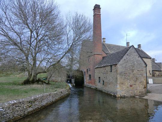 英国・コッツウォルズ ローアー・スローターという小さな村にある水車小屋