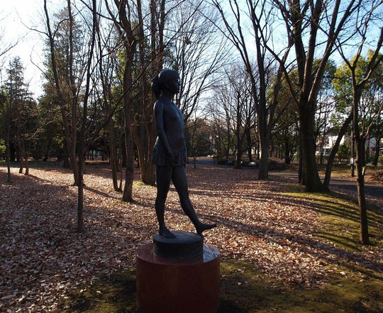 12月24日(2012) 歩く・少女像(府中の森公園)