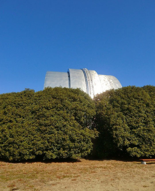 1月23日(2014) 光る建物(自動光電子午環):天体の精密位置観測に使っていた施設(国立天文台)