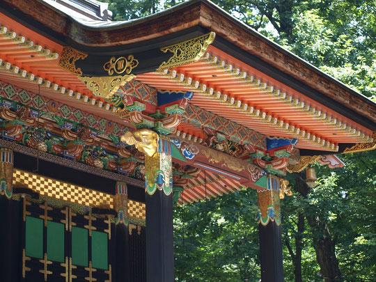 8月13日(2016) きらびやかな建物 旧自証院霊屋(きゅうじしょういんおたまや):三代将軍徳川家光の側室であった「お振りの方」を祀った霊廟。江戸時代の初期に新宿・市ヶ谷の円融寺に建てられたものを江戸東京たてもの園に移築。都重宝第1号に指定された文化財建造物とのことです。8月9日、江戸東京たてもの園にて。
