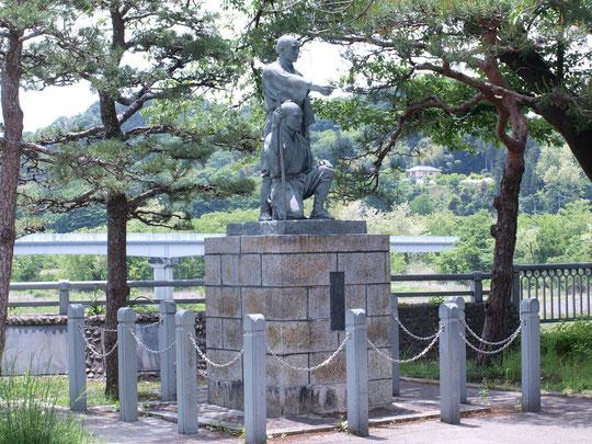 5月14日(2015)朝の公園、犬とお散歩:愛犬のユキコチャン、ナデシコチャンを連れて早朝散歩をする小林さん