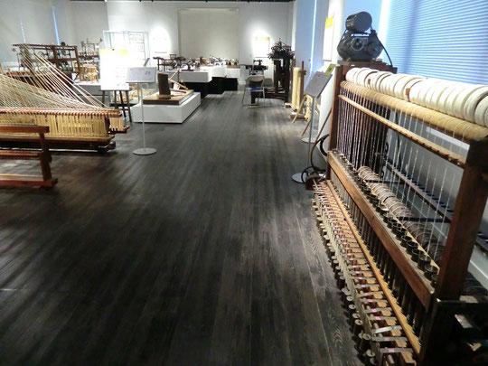 ●製糸、紡績などの多様な機械を展示。ほとんどの機械が動かせる状態で保存されているそうです