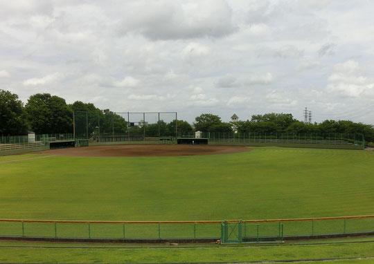 7月4日(2018)フィールド・オブ・ドリーム:稲城市の丘の上にある野球場。吹く風がとても気持ちよくて、秋の天気の良い日の野球観戦などは最高ですね。稲城中央後援にて