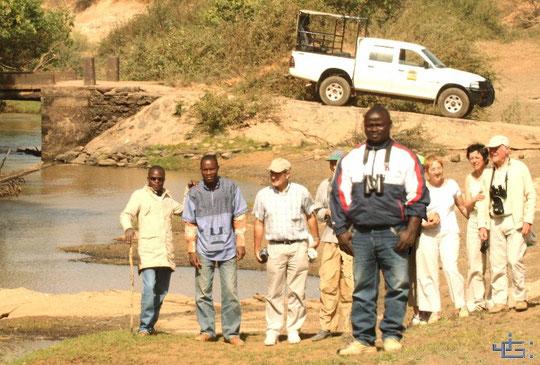 Guide de voyages en 4X4, Adamou AKPANA à Natitingou. Agréable et compétent. 412 KO.