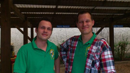Der Chef (Arne) links und sein Bruder (Daniel) rechts