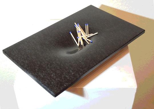 kleine elegante Schale aus Stein. besonderes Geschenk aus Naturstein. Schale aus Naturstein von Gunter Schmidt Bildhauer. Modernes Dekoratives Objekt für die Wohnung.