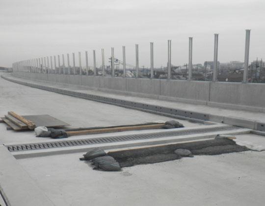 橋面工 伸縮装置の完成写真