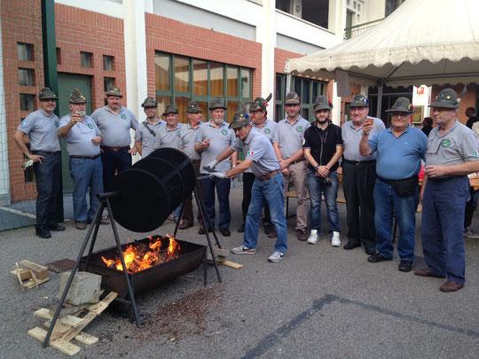 19 ottobre 2014 - Il Gruppo impegnato nella preparazione delle castagne per l'Oratorio di Palazzolo Milanese