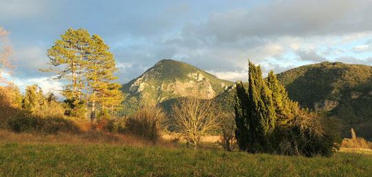 Le mont Cardou et le château de Blanchefort