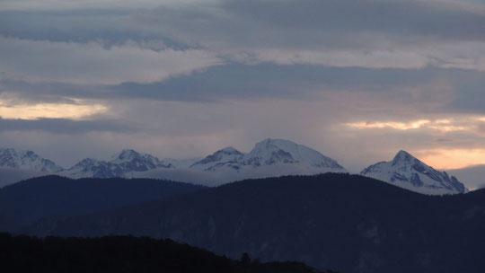 Chaîne des Pyrénées-Orientales sous la neige