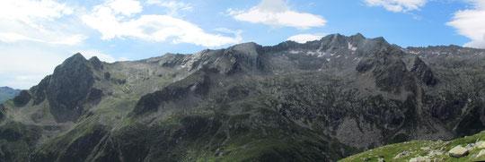 Salendo verso il bivacco Varese (veduta a sinistra)