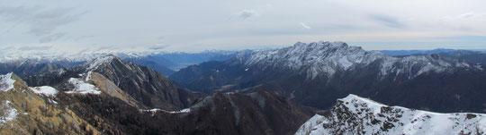 Il Pizzo Ruscada (sulla sinistra) e i Gridoni dal Monte Ziccher
