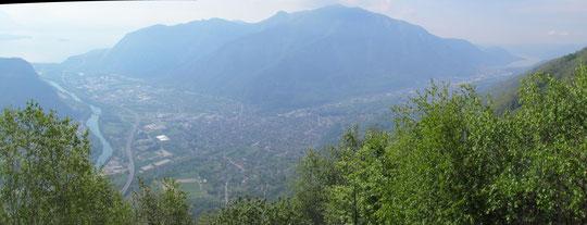 Panoramica su Gravellona, Omegna e il lago d'Orta, a destra (peccato la foschia)