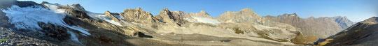 A sinistra i ghiacciai di Lavassey e di Fond