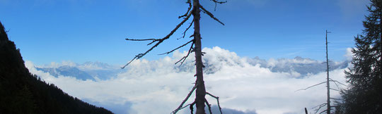 La Valle Antigorio con la nebbia in basso e sole in alto