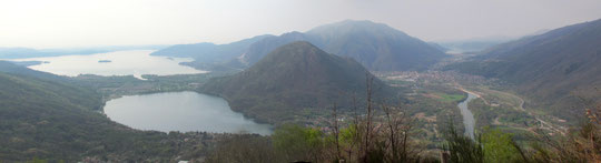 A sinistra in alto il lago Maggiore, in basso il lago di Mergozzo, a destra, il Toce, Gravellona e in alto Omegna e il lago d'Orta