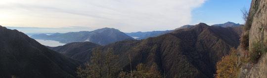 Panorama sui laghi salendo verso la Casa dell'Alpino