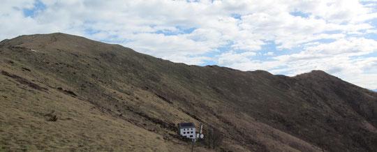 A sinistra il Todano, a destra il Pizzo, in basso il rifugio del Pian Cavallone