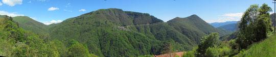 Al centro Esio, a destra il monte Cimolo