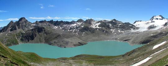 Il lago dei Sabbioni, a destra l'Arbola