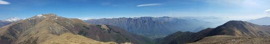 Panoramica dal Poggio Croce, a sinistra il Monte Massone