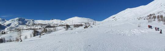Al centro l'alpe Monscera
