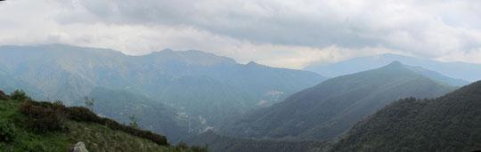 Dalla Cappella dell'alpe Campo, a destra il Mazzuccone