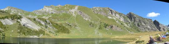 Le montagne sopra al lago di Matogno