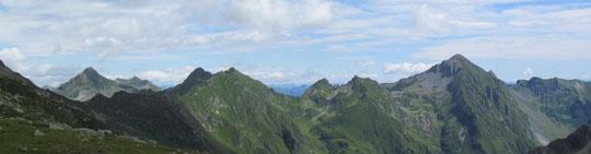 Salendo verso il bivacco Varese (veduta verso il rifugio Andolla))