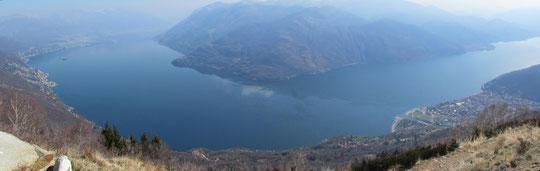 Il lago Maggiore, la Svizzera, a sinistra e Cannobio, a destra, dalla vetta del Monte Giove.