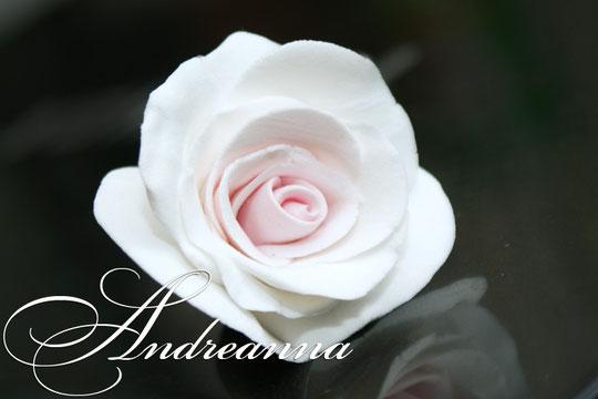 Роза на шпильке, украшение для волос (такая розочка никогда не увянет). Цветы ручной работы, в любом цвете стоимость от 50 грн (цена за размер 5-7см).