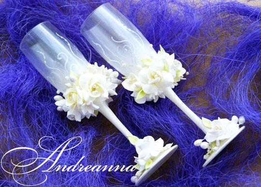 Свадебные бокалы «Жемчужная фрезия и гардения» на перламутрово-жемчужном фоне, стоимость 800грн