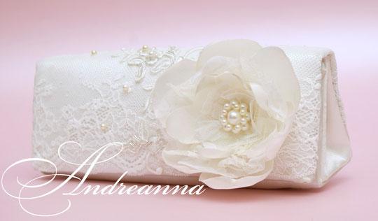 """Клатч """"райский цветок"""". молочный Стоимость 450 грн."""