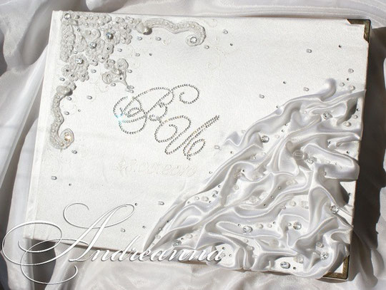 """Альбом для фотографий симбиоз дизайна """"La Creme"""" и """"Искушение"""". на 50 перламутровых листов с калькой, ажурная вырубка листов,  инициалы кристаллами SWAROVSKI стоимость2200грн"""