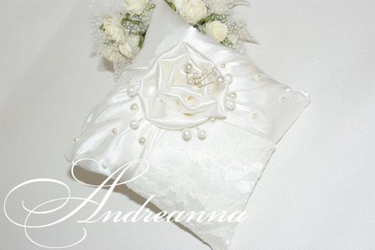 """Подушечка """"Чайная роза"""" стоимость 400 грн, в любом цвете."""