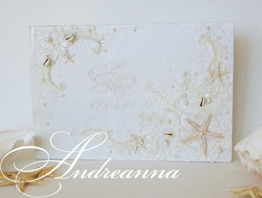 Свадебный фотоальбом «Искушение морей» А4 формата, 50 листов (перламутровый дизайнерский картон и перлам. калька), инициалы, натуральные морские звезды. Стоимость 2000грн