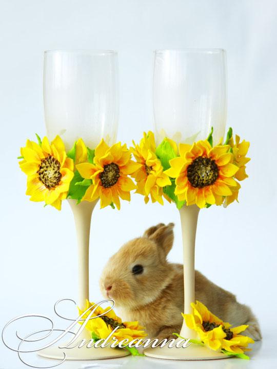 Бокалы «Солнечное счастье», цветочки ручной работы, стоимость 800грн  цветовое решение (фона и цветов на выбор).