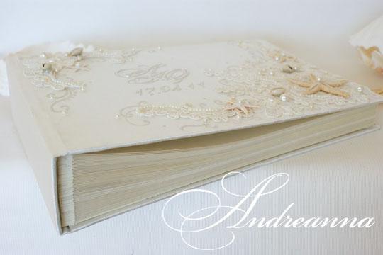 Свадебный фотоальбом «Искушение морей» А4 формата, 50 листов (перламутровый дизайнерский картон и перлам. калька), инициалы, натуральные морские звезды. Стоимость 2000грн. (Альбом полностью ручной сборки)