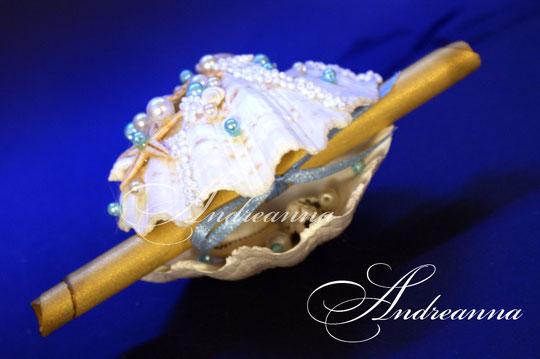 Пригласительная в маленькой ракушке (размер ракушки, примерно, 10см, (внешний и внутренний декор). Стоимость 1 пригласительно в ракушке с декором 70грн.