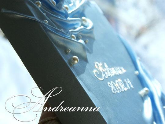 """Альбом для фотографий голубой  """"La Creme"""", монограмма выкладка стразами Swarovski, на 50листов, книжная раскладка, перламутровые, дизайнерские листы, стоимость 2000грн"""
