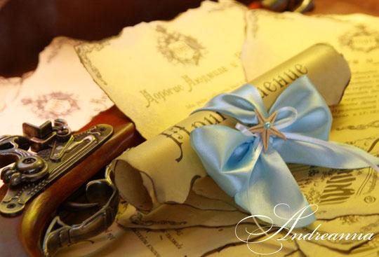 Состаренные свитки, с поджогом, рванными краями, с бантом с морской звездой, и картой проезда к ресторану. Стоимость свитка 40грн