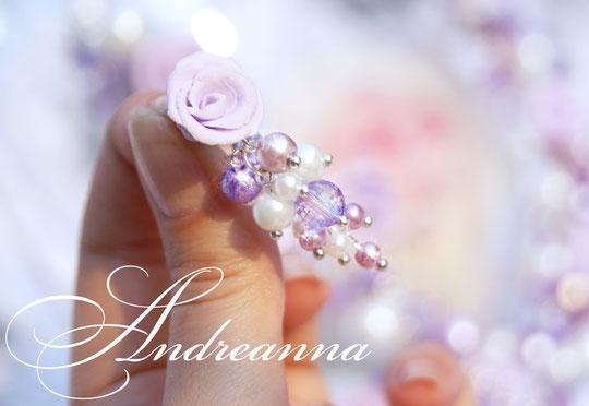 Авторский набор украшений «Lavandula» в лавандово-белом цветовом решение, с розами ручной работы. Круглое ожерелье, серьги и браслет выполненные в технике «Гроздья». Стоимость колье 500грн, браслет 350грн, серьги 200грн.