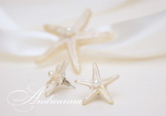 Серьги-звезды, гвоздики, маленькие, 3см в диаметре, звезды ручной работы (лепка) перламутрово-молочные. стоимость 150 грн. Браслет в стиле 100грн